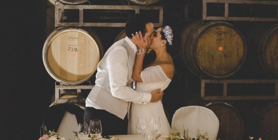 Ricevimento di nozze in una cantina vinicola